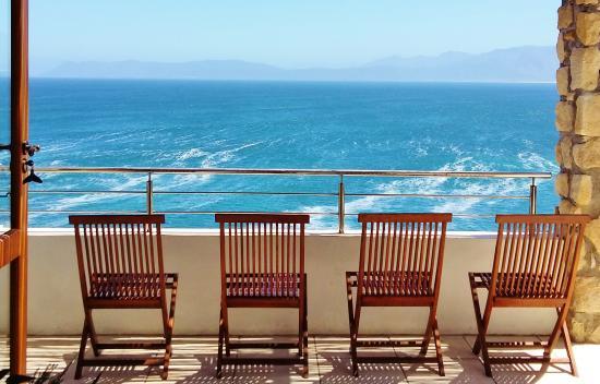 Kleinzee Oceanfront Guesthouse: View over Walker Bay