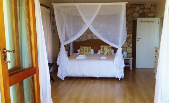 Kleinzee Oceanfront Guesthouse: Protea Suite