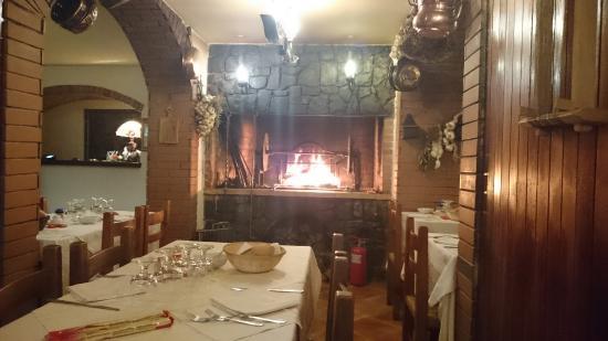 Hotel Due Ponti: Il camino nel ristorante