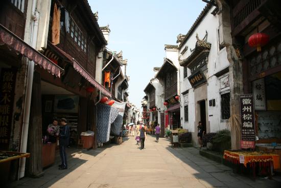 Tunxi Mountainous Town: общий вид улицы
