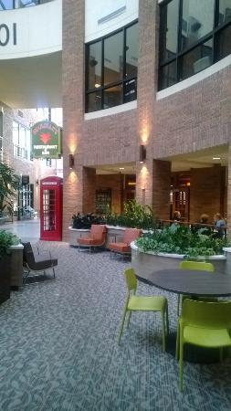 Houlihan's: Entrance within the office building