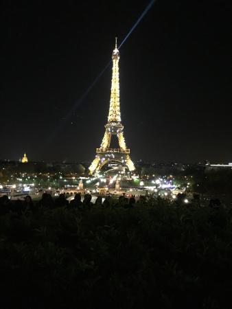 Torre Eiffel: Parigi Splendida di Notte