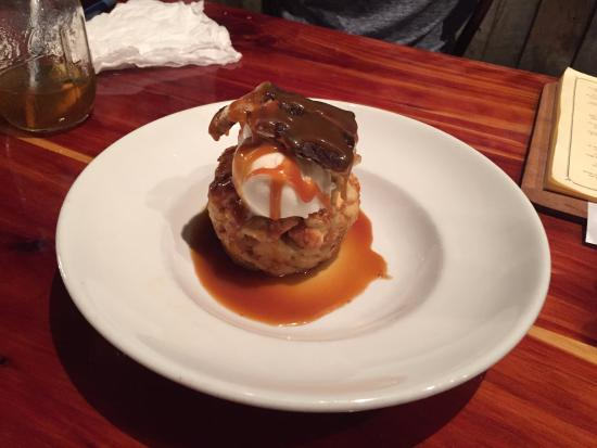 Auburn, Αλαμπάμα: Bread Pudding with Bourbon Caramel Sauce