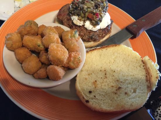 Morehead City, Karolina Północna: Lamb burger with fried okra side