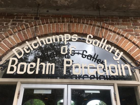 Theodore, AL: Gallery of Porcelain