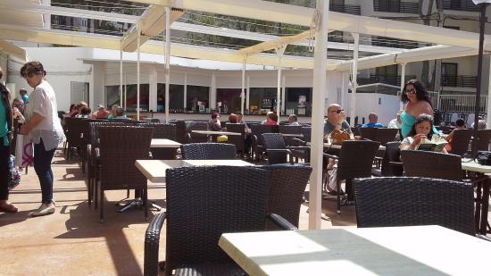 Hotel Marina Torrenova: Pool Bar and outside seating area