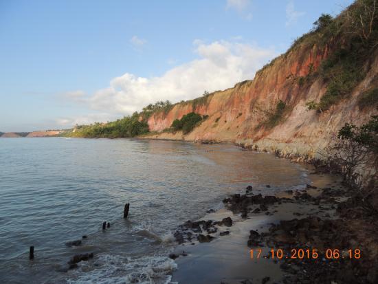 Cumuruxatiba: Praia da Areia preta.
