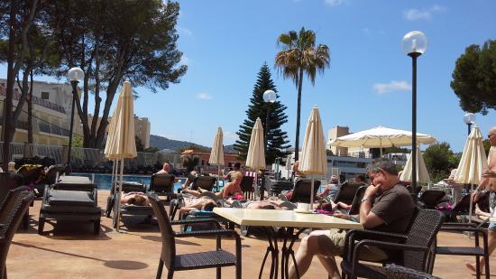 Hotel Marina Torrenova: Outside seating area