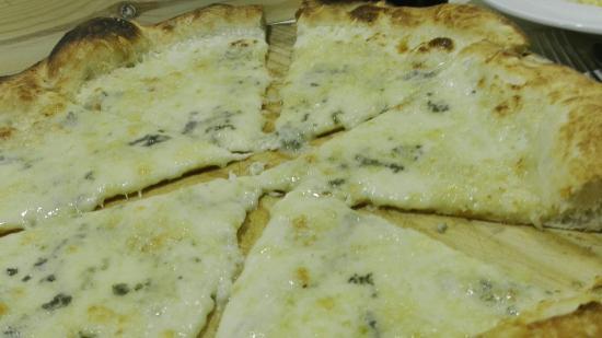 Sant Joan Despi, Espanha: Nice pizza regular pasta but service and atmo supet
