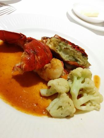 Restaurant & Hotel Traumerei : メイン魚(オマールエビ)