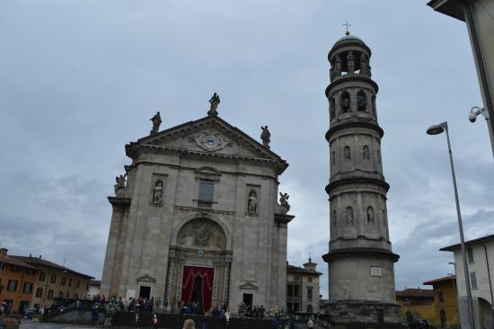 Torre Campanaria di Luigi Cagnola: prospetto principale tempo incerto e grigio nuvoloso