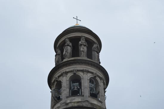 Torre Campanaria di Luigi Cagnola: particolare torre con le statue e campane