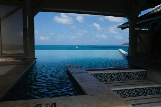 Freetown, Antigua: infinity pool at the restaurant