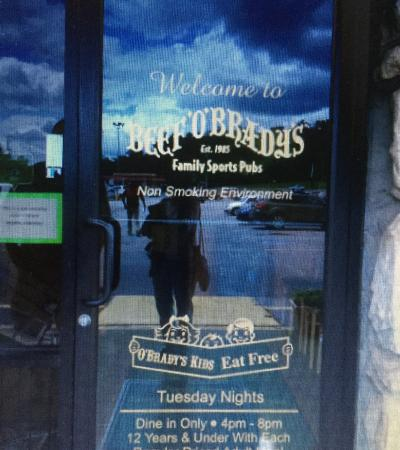 Beef 'O' Brady's: Restaurant entrance