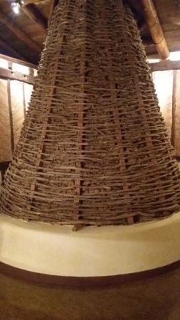 Valdemaluque, Spain: Exterior de la gran chimenea (decorativa) emulando a las originales de las casas de la zona