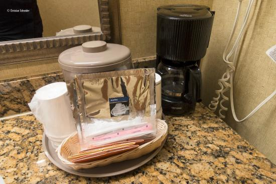 Hampton Inn & Suites of Ft. Pierce: Cafeteira