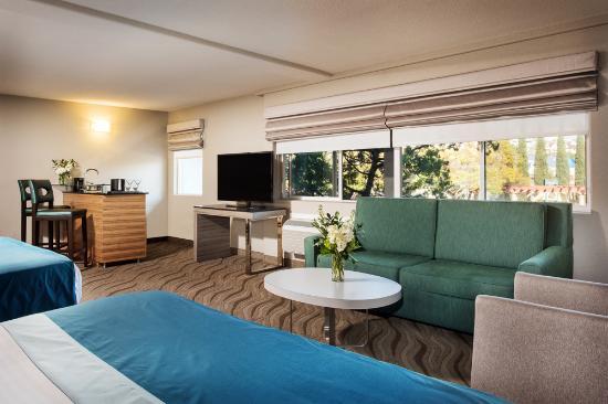 Porto Vista Hotel In Little Italy: 2 Queen Studio Suite W/ Sofa Sleeper