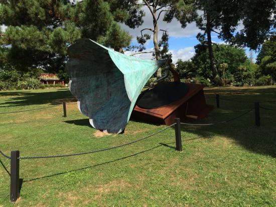 Auckland Botanic Gardens Art piece