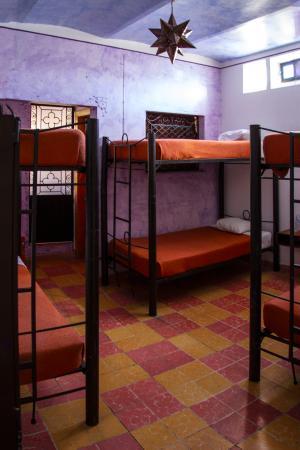 Hostal La Bombilla : Estrella, habitación compartida con 7 camas individuales.