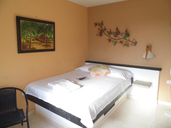 Hotel Casa D'mer Taganga: Quarto amplo e arejado