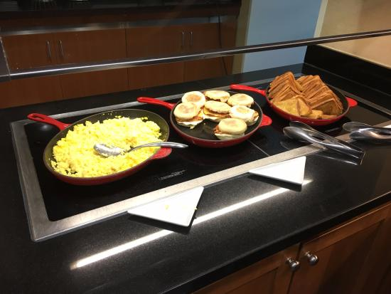 Hyatt Place Orlando Universal: A variety of choices at the free breakfast.
