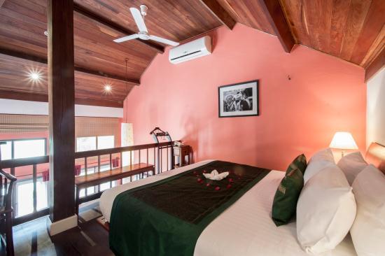 The BelleRive Boutique Hotel: Balcony Suite bedroom