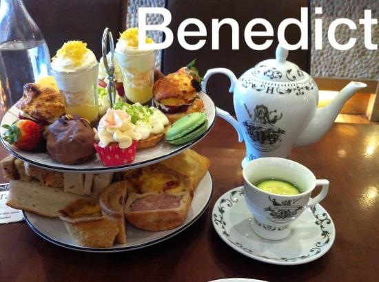 Whalley, UK: Dirty Gin afternoon tea...and oh my, the teapot is quite large and holds the most delight Hendri