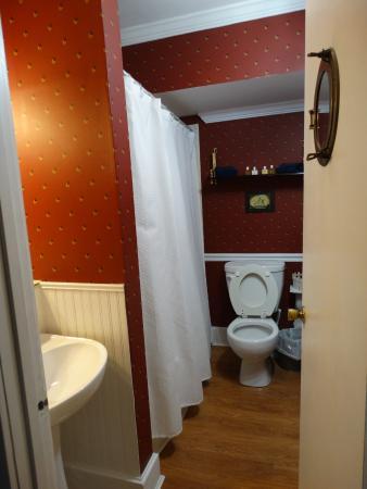 Augusta, KY: Bathroom in Riverboat Room.