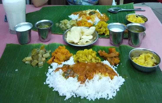 K.Sanba's Curry Specials: Vegetarian banana leaf