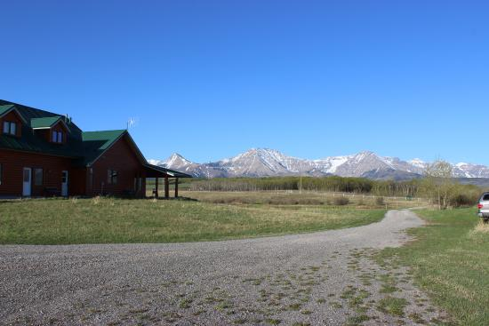 Twin Butte, Canada: View of the Rocky Mountains and the main house at Dungarvan Creek B&B.