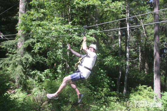 Camano Island, วอชิงตัน: This is me captured by their camera system on the longest zip line of 650 feet.