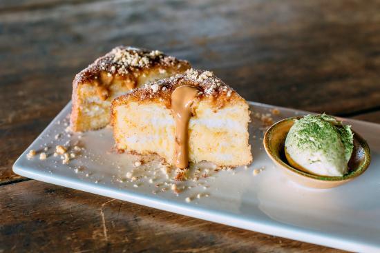 St Leonards, Avustralya: Hong Kong style French Toast, dulce de leche, peanut crumble  and matcha powder with mascarpone