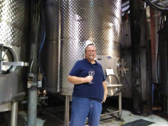 "Stonewall, Teksas: Wine vats. Husband is 6'2"" if that gives you an idea how tall the vats are!"