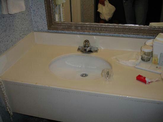 Northeast Garden Inn : sink-handle-came-right_large.jpg