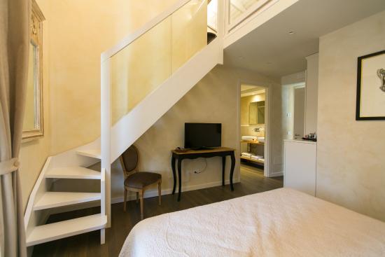 Suite con jacuzzi e soppalco, doppio letto matrimoniale con vista ...