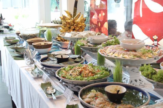 all you can eat idr 200k picture of yeu saigon cafe jakarta rh tripadvisor com