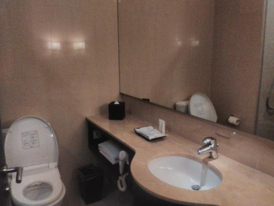 Toilet dan wastafel picture of js luwansa hotel and convention