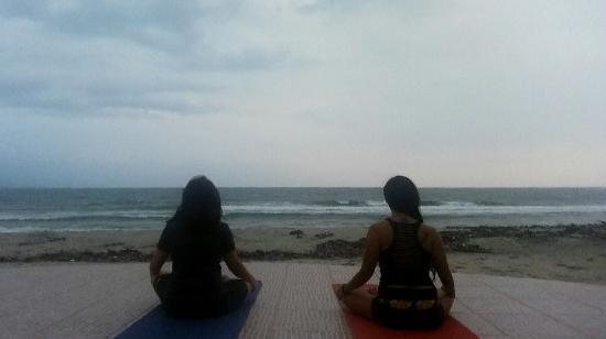 Pandan, Filippinerne: Yoga by the Beach