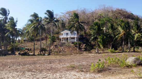 Malcapuya Island: House you can stay in