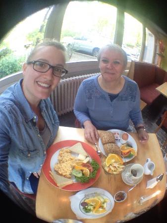 Giraffe Restaurant-Kneipe-Cafe: Super lekker ontbijt, je kon alles zelf samen stellen (zoals wij hadden gedaan) of een voorgemaa
