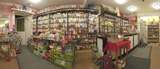 Stonehaven, UK: Shop interior  180 degrees panorama
