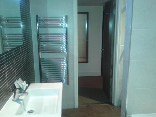 The Boleyn Hotel: Suite bathroom, including shower AND bath