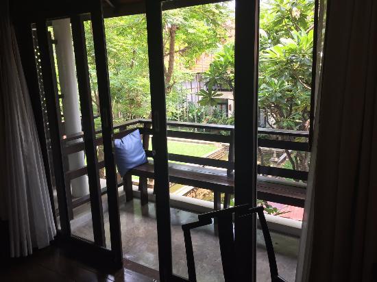 Bodhi Serene Hotel: 有小陽台~抽菸的客人有福了~