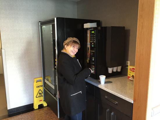 Sumner Hotel: Чай и кофе автомат, круглосуточно и бесплатно.