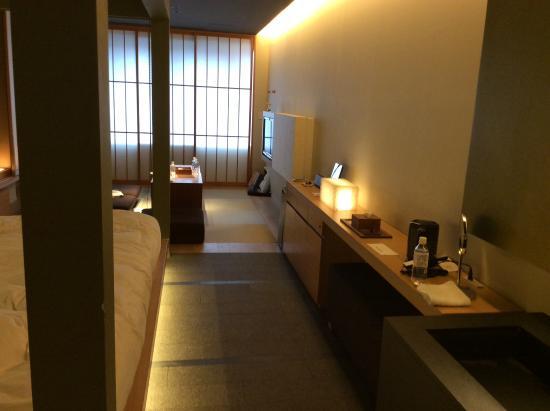 Hotel Kanra Kyoto: 狭いが比較的清潔な和洋室