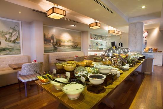 Hotel Amira Istanbul: Open Buffet Breakfast