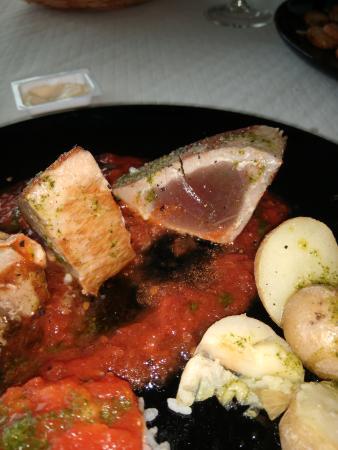 Bajamar, สเปน: Atún con tomate poco hecho.