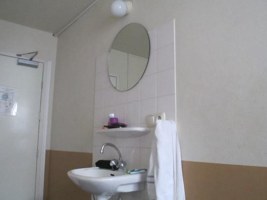 Hotel Old Quarter: the mirror that is almost up to the celling