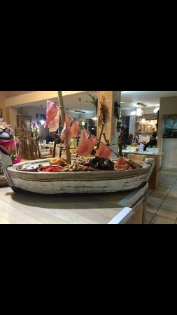 Sainte-Marie-la-Mer, فرنسا: Barque de tapas