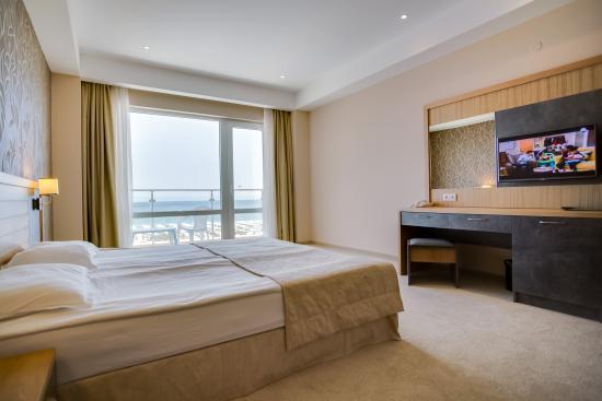 DIT Evrika Beach Club Hotel : Apartment Bedroom